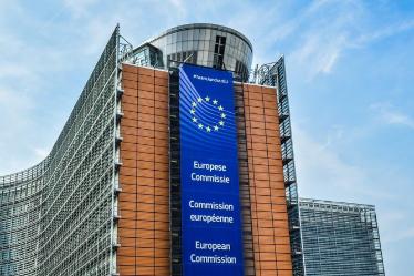 AB, vizesiz seyahat edenlerden 7 Euro alacak. Avrupa Birliği, güvenlik ve sağlık riski taraması formu için vizesiz seyahat eden yolculardan 7 Euro talep edecek.